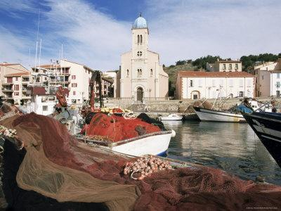https://imgc.allpostersimages.com/img/posters/port-vendres-seen-from-the-harbour-roussillon-france_u-L-P1TTG20.jpg?p=0