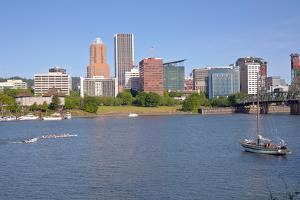 Portland skyline and rowing boats in morning light, Multnomah County, Oregon, USA