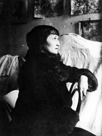 Portrait of the Poetess Anna Akhmatova (1889-196), End 1920s