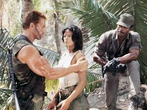 PREDATOR, 1987 directed by JOHN McTIERNAN Arnold Scharzenegger, Elpidia Carrillo and Carl Weathers