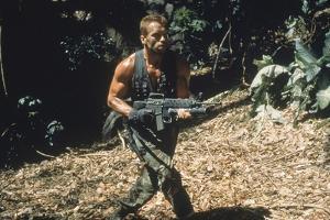 PREDATOR, 1987 directed by JOHN McTIERNAN Arnold Scharzenegger (photo)