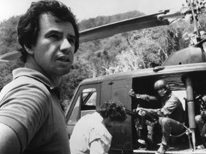PREDATOR, 1987 directed by JOHN McTIERNAN On the set, the director, John McTiernan (b/w photo)