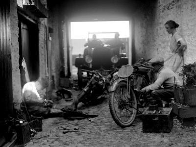 Preparation for the 1924 Isle of Man Amateur TT Race