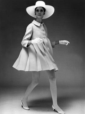 Presentation on February 19, 1967 of Fashion by Jacques Heim, Paris : Dress Coat with Hat