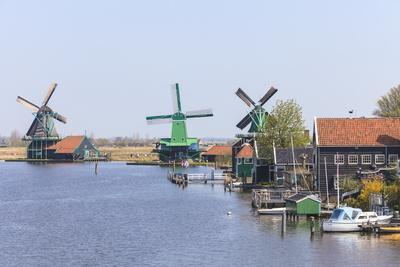 https://imgc.allpostersimages.com/img/posters/preserved-historic-windmills-and-houses-in-zaanse-schans_u-L-PNOVMM0.jpg?p=0