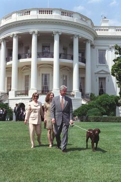 President Bill Clinton, Hillary and Chelsea Clinton, and Buddy the Dog on the South Lawn