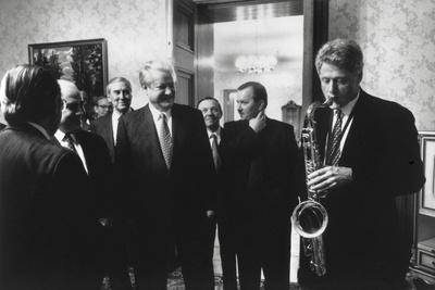 https://imgc.allpostersimages.com/img/posters/president-bill-clinton-plays-the-saxophone-presented-to-him-by-russian-president-boris-yeltsin_u-L-Q10WWPN0.jpg?p=0
