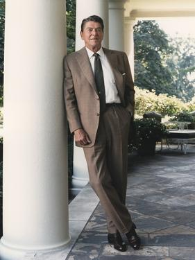 President Reagan on the White House Colonnade. August 17 1984. Po-Usp-Reagan_Na-12-0065M