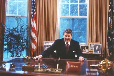 President Ronald Reagan in Oval Office Plastic Sign