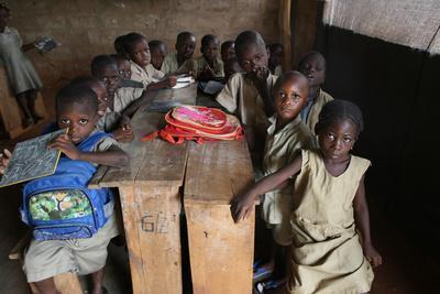 https://imgc.allpostersimages.com/img/posters/primary-school-in-africa-hevie-benin_u-L-Q1GYJ2O0.jpg?artPerspective=n