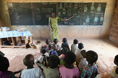 https://imgc.allpostersimages.com/img/posters/primary-school-in-africa-hevie-benin_u-L-Q1GYJFC0.jpg?artPerspective=n