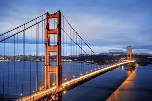 Famous Golden Gate Bridge in San Francisco by prochasson