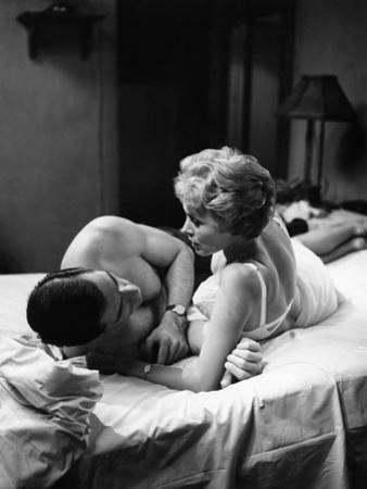 PSYCHO, 1960 directed by ALFRED HITCHCOCK John Gavin / Janet Leigh (b/w photo)