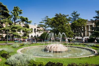 https://imgc.allpostersimages.com/img/posters/public-garden-piazza-bra-verona-unesco-world-heritage-site-veneto-italy-europe_u-L-PQ8RXB0.jpg?p=0