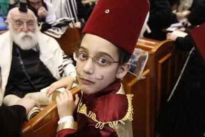 https://imgc.allpostersimages.com/img/posters/purim-celebration-in-the-belz-synagogue-jerusalem_u-L-Q1GYJWD0.jpg?artPerspective=n