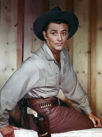 https://imgc.allpostersimages.com/img/posters/pursued-1947-directed-by-raoul-walsh-robert-mitchum-photo_u-L-Q1C174O0.jpg?artPerspective=n