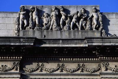 https://imgc.allpostersimages.com/img/posters/putti-with-garlands-of-flowers-frieze-of-building-in-treviso-veneto-italy_u-L-PRLFS70.jpg?p=0