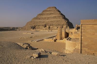 https://imgc.allpostersimages.com/img/posters/pyramid-of-djoser_u-L-PPQZ880.jpg?artPerspective=n