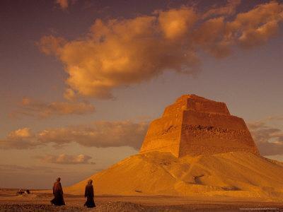 https://imgc.allpostersimages.com/img/posters/pyramid-of-king-sneferu-meidum-old-kingdom-egypt_u-L-P582JO0.jpg?p=0
