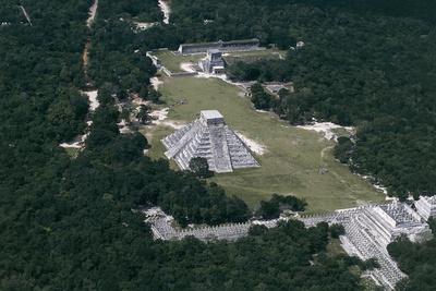 https://imgc.allpostersimages.com/img/posters/pyramid-of-kukulkan-or-el-castillo_u-L-PPJ7I70.jpg?p=0