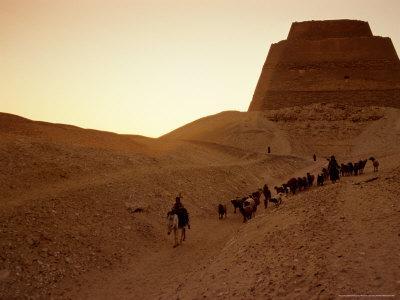 https://imgc.allpostersimages.com/img/posters/pyramid-of-meidum-old-kingdom-egypt_u-L-P5838K0.jpg?p=0