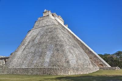https://imgc.allpostersimages.com/img/posters/pyramid-of-the-magician-uxmal-mayan-archaeological-site-yucatan-mexico-north-america_u-L-PWFMCI0.jpg?p=0