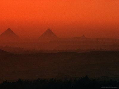 https://imgc.allpostersimages.com/img/posters/pyramids-at-giza-giza-plateau-egypt_u-L-PXPRTR0.jpg?p=0