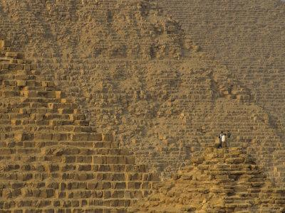 https://imgc.allpostersimages.com/img/posters/pyramids-at-giza-khafre-khufu-menkaure-old-kingdom-egypt_u-L-P582IS0.jpg?artPerspective=n
