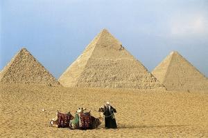 Pyramids of Khufu, Khafre and Menkaure at Giza, Egypt