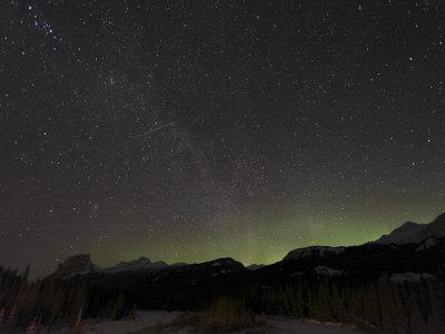 https://imgc.allpostersimages.com/img/posters/quadrantid-meteor-shower-milky-way-and-aurora_u-L-P6F9IB0.jpg?artPerspective=n