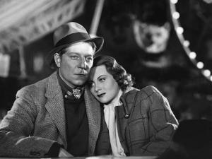 QUAI DES BRUMES, 1938 directed by MARCEL CARNE Jean Gabin / Michele Morgan (b/w photo)
