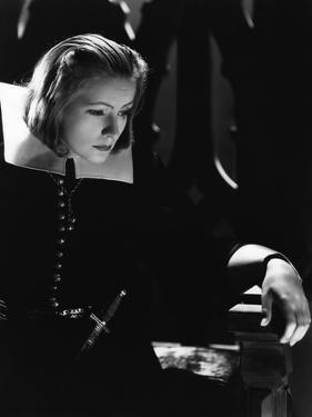 QUEEN CHRISTINA, 1933 directed by ROUBEN MAMOULIAN Greta Garbo (b/w photo)