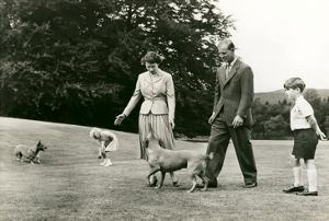 Queen Elizabeith and Family on Lawn
