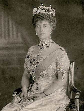 https://imgc.allpostersimages.com/img/posters/queen-mary-at-a-state-function_u-L-Q107LLZ0.jpg?p=0