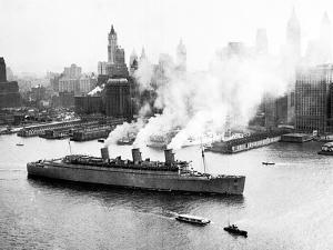 Queen Mary Leaves her New York Berth, c.1940