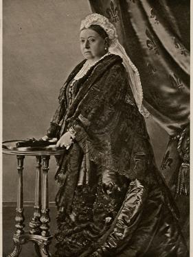 Queen Victoria - Standing Portrait