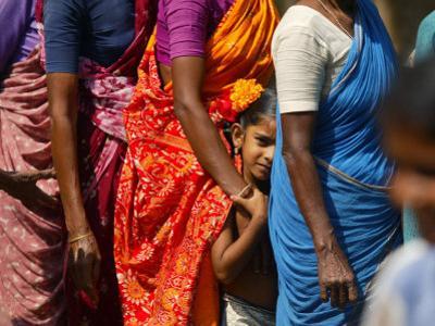 Queue to Receive Relief Materials in Vilunthamavadi Village