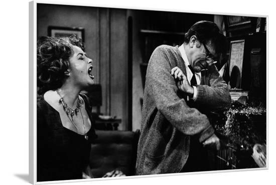 Qui a peur by Virginia Woolf ? WHO'S AFRAID OF VIRGINIA WOOLF? by MikeNichols with Richard Burton a--Framed Photo