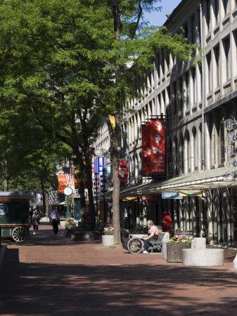 https://imgc.allpostersimages.com/img/posters/quincy-market-boston-massachusetts-new-england-usa_u-L-P1K2HW0.jpg?p=0