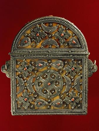 https://imgc.allpostersimages.com/img/posters/quran-holder-in-silver-coral-wood-and-leather-morocco_u-L-POPCPZ0.jpg?p=0