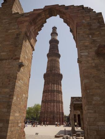 https://imgc.allpostersimages.com/img/posters/qutb-minar-through-arch-qutb-complex-delhi-india-asia_u-L-PFNW490.jpg?p=0