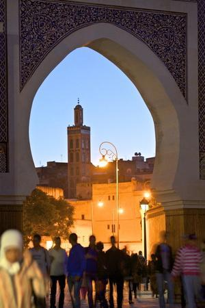 https://imgc.allpostersimages.com/img/posters/r-cif-square-place-er-rsif-fez-morocco-north-africa-africa_u-L-PQ8UX50.jpg?p=0