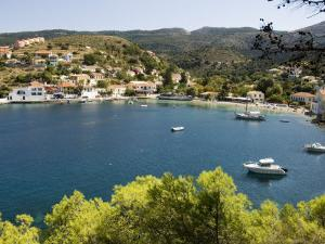 Assos, Kefalonia (Cephalonia), Ionian Islands, Greece by R H Productions