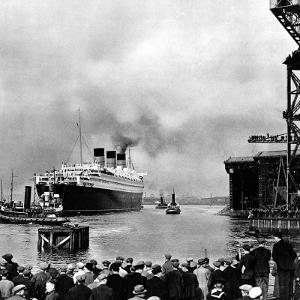 R.M.S. 'Queen Mary' Leaving Clydebank, March 1936