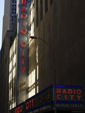 https://imgc.allpostersimages.com/img/posters/radio-city-music-hall-manhattan-new-york-city-new-york-usa_u-L-P1KCFE0.jpg?p=0