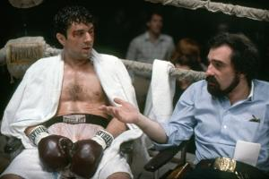 RAGING BULL, 1980 directed by MARTIN SCORSESE On the set, Martin Scorsese explains the scene to Rob