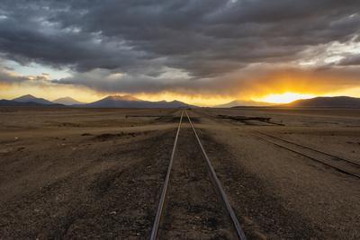 https://imgc.allpostersimages.com/img/posters/railway-track-in-the-desert-salar-de-uyuni-potosi-department-bolivia_u-L-Q1H21BS0.jpg?artPerspective=n
