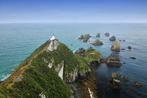 Light House on Nugget Point by Raimund Linke