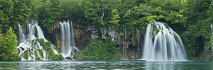 Croatia, National Park Plitvice, Waterfall by Rainer Mirau
