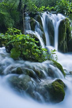 Croatia, National Park Plitvice, Waterfall by Rainer Mirau